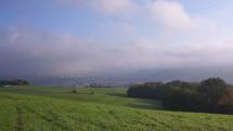 Advekčná hmla ráno nad Bardejovom