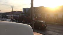 traktor vyoral tri betónové stĺpy