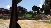 Plavba v oblasti Kompong Phluk - plávajúca dedina pri jazere Tonlé Sap, Kambodža