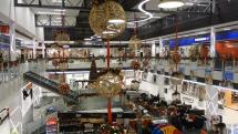 Bohatá vianočná výzdoba v nákupných centrách  - Poprad