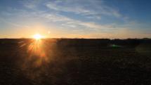 Západ slunce na Vysočině, v pozadí hrad Lipnice