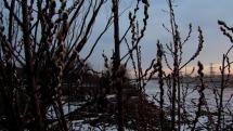 Podvečer v Zavare, západ slnka, snehu ubúda.