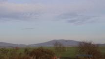 Slnečné ráno s pohľadom na Slanské vrchy