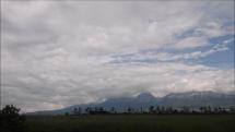 oblačnosť nad Tatrami - dnes dopoludnia - 25.5.2018 z Popradu