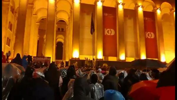 Exkluzívne zábery z protivládnych demonštrácií v Gruzínsku