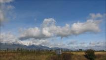 oblačnosť nad Tatrami od diaľnice D1 - 4.10.2018 dopoludnia