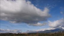 4.10.2018, dopoludnia  - oblačnosť nad Tatrami od diaľnice D1