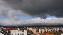 oblačnosť z Popradu, dnes - 25.10.2018, okolo poludnia