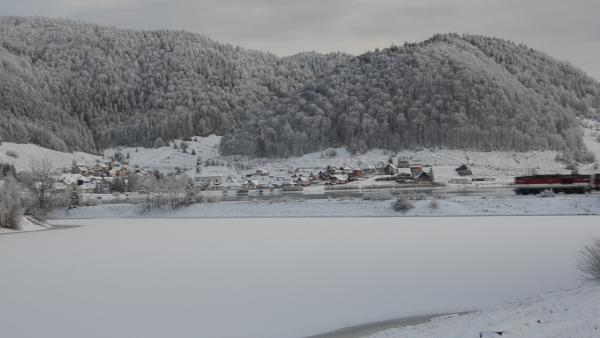 ZIMA SA BLÍŽI: Nádhernú panorámu obce Dedinky zaznamenala Saskia Kisová