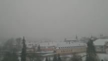 V Bardejove začalo snežiť s vetrom