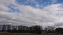 14.3.2019, dopoludnia - oblačnosť  nad Tatrami a  v okolí popradského letiska