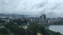 V Bratislave horí
