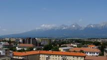Vysoké Tatry a Poprad z veže popradského kostola
