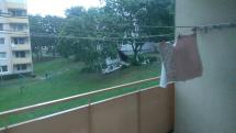 Spadnutá strecha po búrke v Čechách
