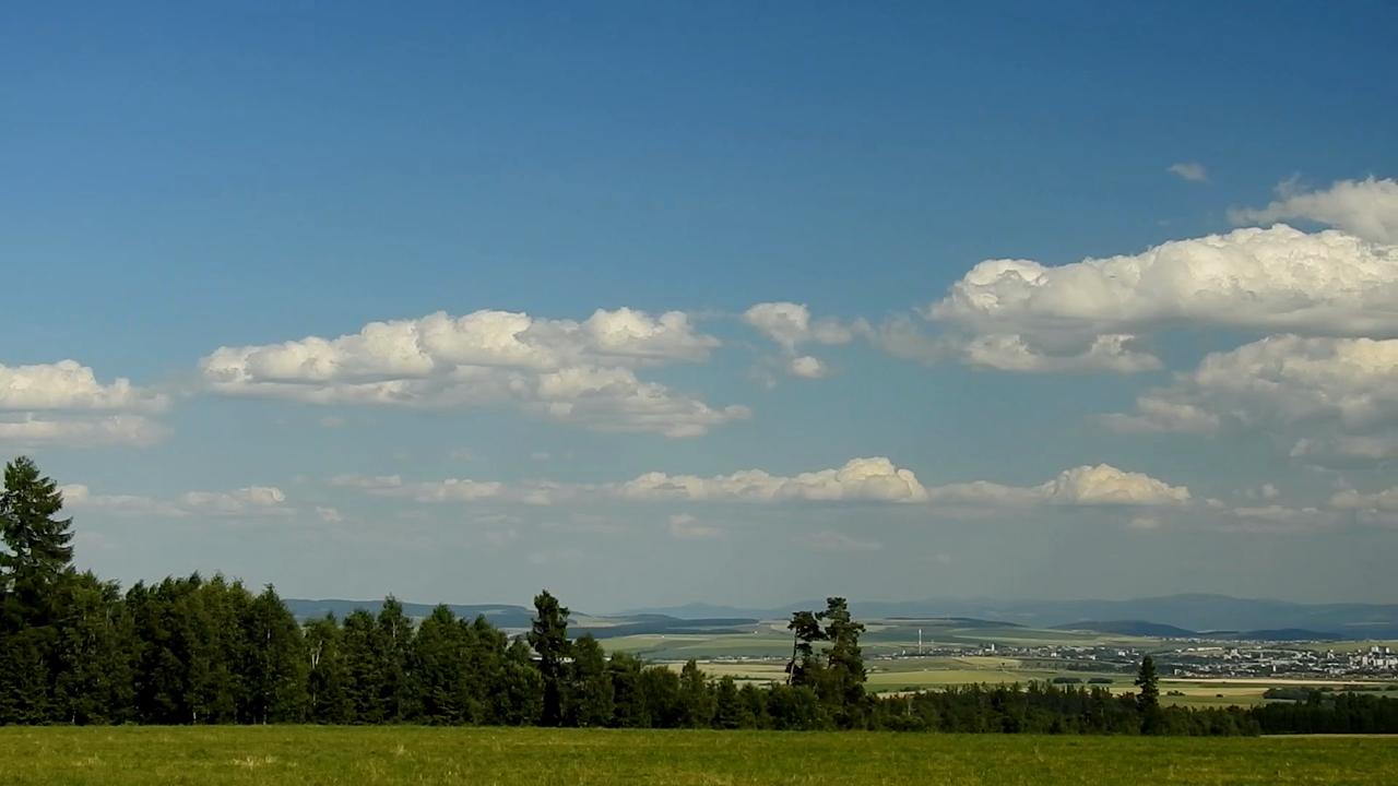 oblačnosť nad Popradom a Popradskou kotlinou