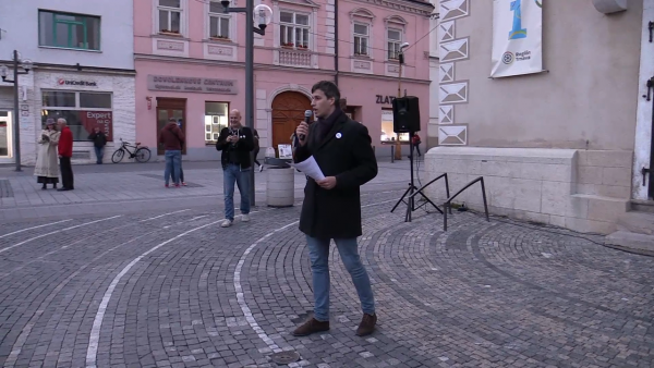 PROTESTNÉ ZHROMAŽDENIE V TRNAVE: Zábery nakrútil Marián Nomilner