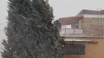 Snehová prehánka so silným vetrom vo Svite