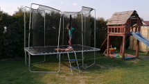 Víkendové aktivity - hráme sa na dvore