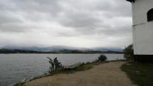 Šedo biely deň na Liptovskej Mare
