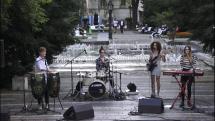 Koncert kapely pri fontáne v Košiciach