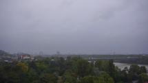 Veterný a daždivý deň v Bratislave