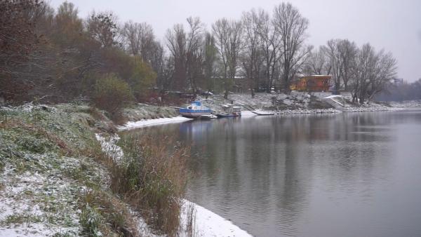 SLOVENSKO POD BIELOU PERINOU: Pozrite si zábery sneženia od iReportérov